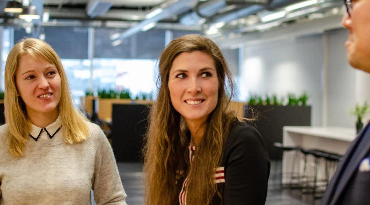 Caroline Gjerding (i midten) - CEO i Karabin Valent (et økonomi-selskap fra Karabin)